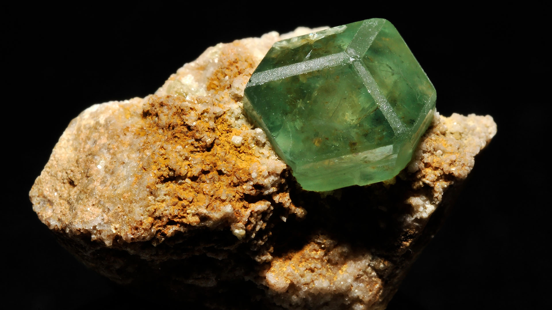 Garnet Properties and Meaning - Photograph by Parent Géry