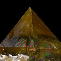 Rainbow Quartz Properties and Meaning