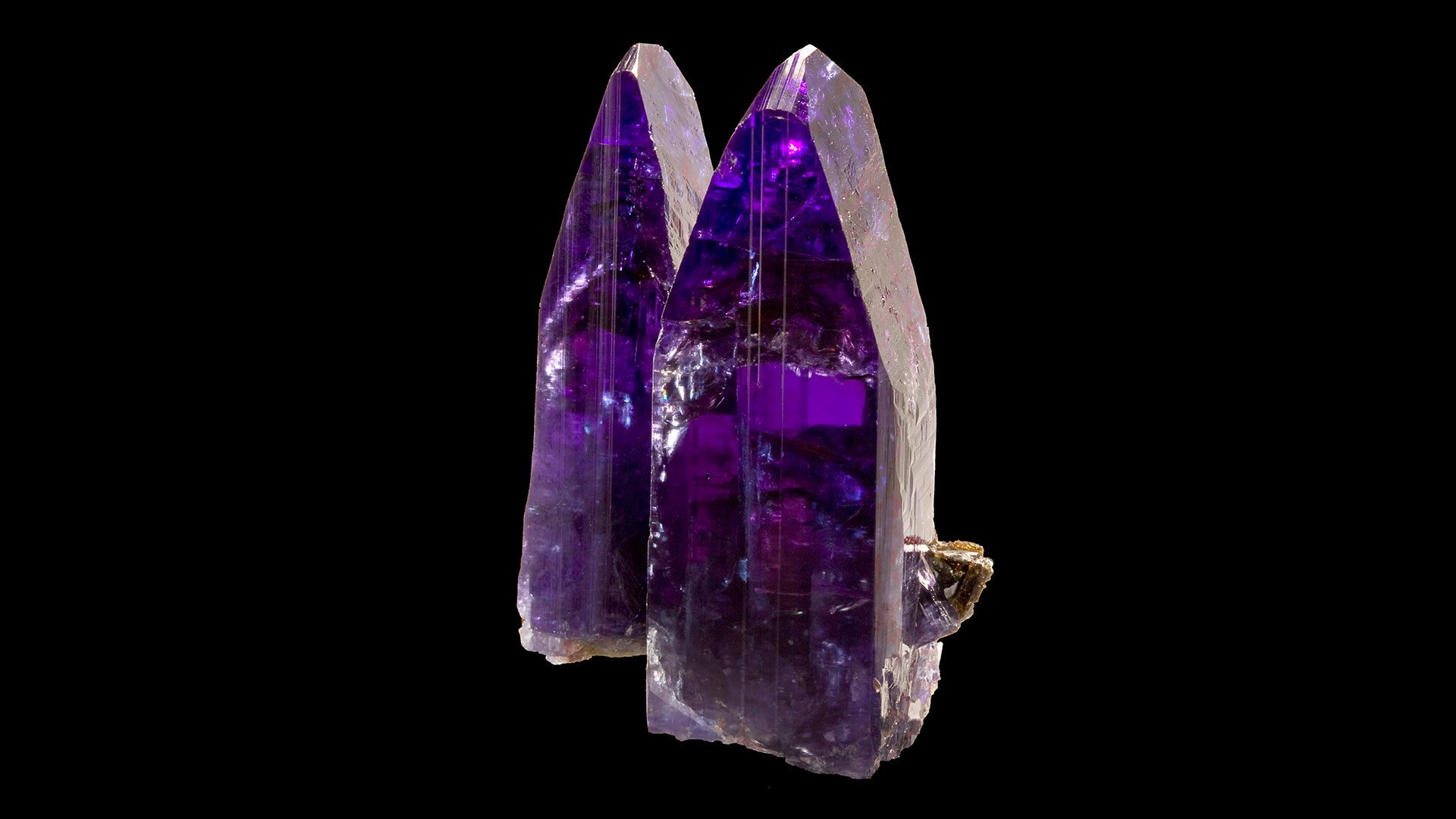 Sugilite properties and meaning photos crystal information - Tanzanite Properties And Meaning Original Photograph By Rob Lavinsky Irocks Com Background