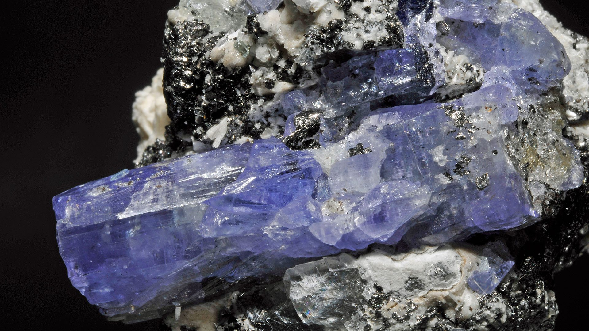 Tanzanite Properties and Meaning - Original Photograph by Parent Géry